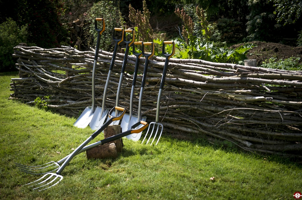 fiskars donne des id es la pelle pour jardiner au. Black Bedroom Furniture Sets. Home Design Ideas