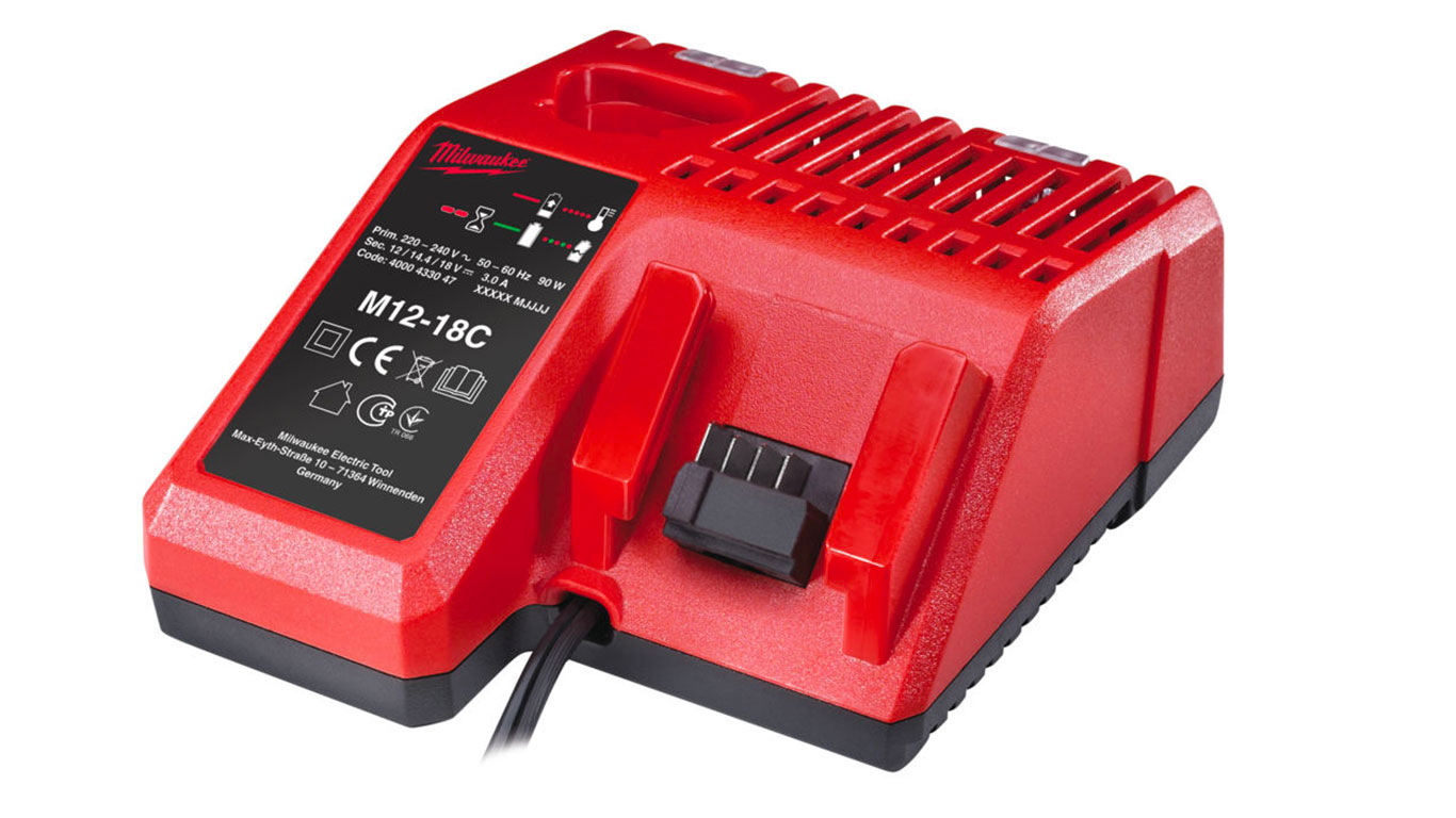 test avis et prix chargeur de batteries milwaukee m12 18c zone outillage. Black Bedroom Furniture Sets. Home Design Ideas