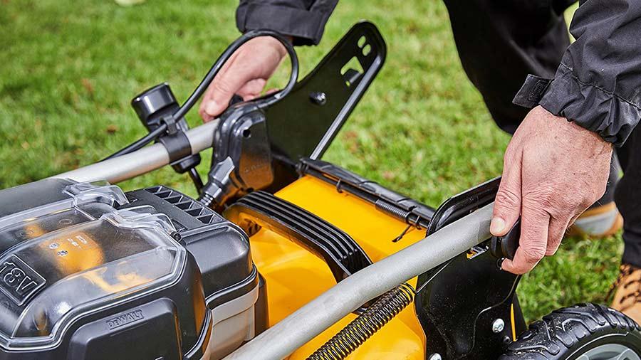 Test et avis tondeuse à gazon sur batterie DCMW564 DEWALT pas cher