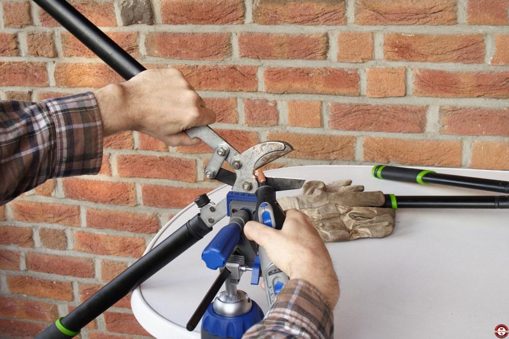 aff ter ses outils de jardinage et autres mat riels avec le dremel 8200 zone outillage. Black Bedroom Furniture Sets. Home Design Ideas