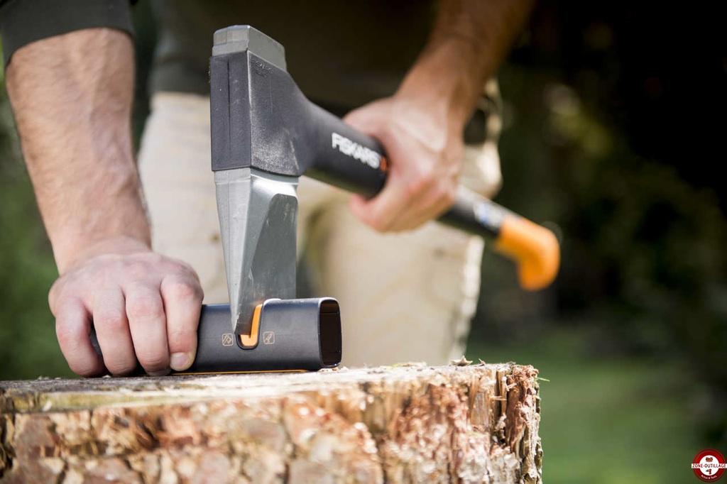 haches et merlins outils pour le bois fiskars zone outillage. Black Bedroom Furniture Sets. Home Design Ideas