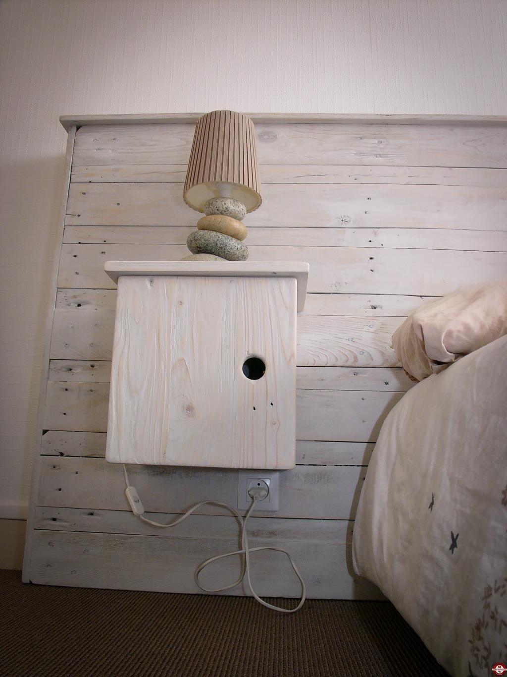 Diy fabriquer une t te de lit avec tables de nuit en - Tete de lit sans fixation au mur ...