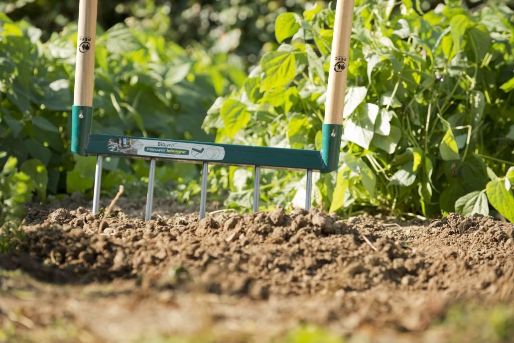 Fiskars propose des solutions naturelles pour le jardinage for Outillage de jardin fiskars