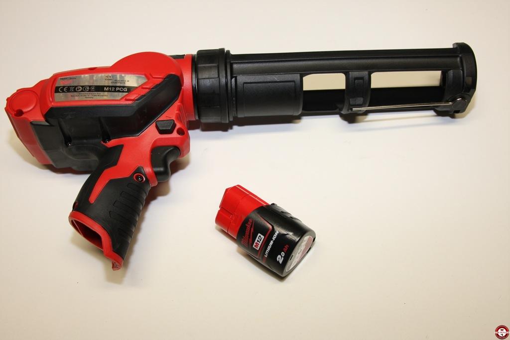 test du pistolet mastic milwaukee m12 pcg 310c 201b. Black Bedroom Furniture Sets. Home Design Ideas