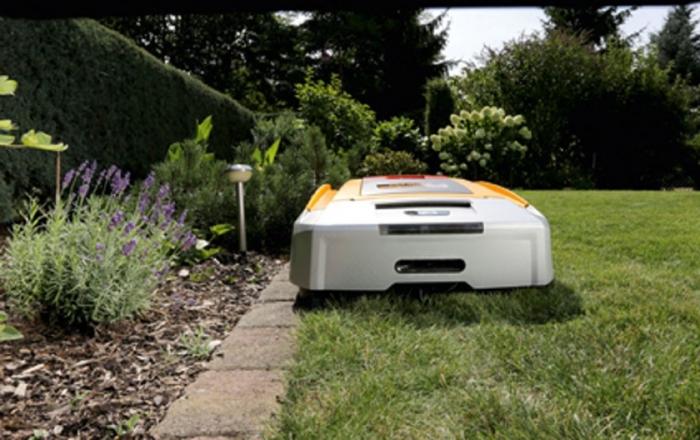 Nouveaux robots de tonte cub cadet lawnkeeper 1800 et 3000 for Jardin synonyme
