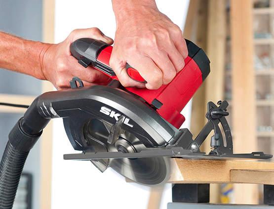 Profitez de coupes précises avec les scies circulaires3520 et 5830 SKIL