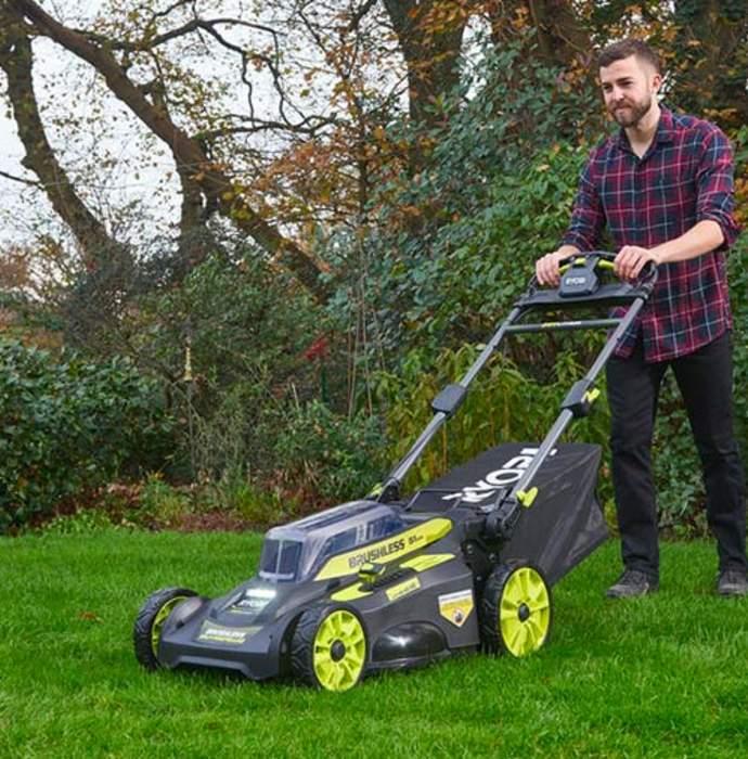 Guide d'achat des meillleures tondeuses à gazon sur batterie pour grands jardins 2020