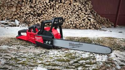 Nouvelle tronçonneuse Milwaukee M18 FCHS-121 : la puissance du thermique dans un outil sur batterie