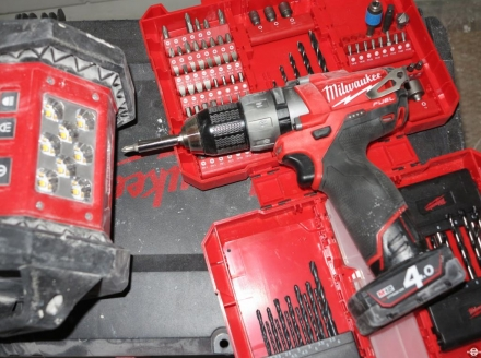Perceuse-visseuse Brushless Milwaukee M12 CCD-402C © Zone Outillage Benjamin Leharivel