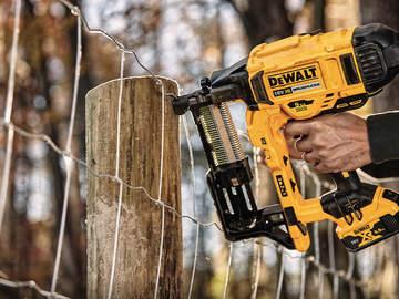 Nouvelle agrafeuse pour clôture sur batterie XR 18V DCFS950P2-QW DEWALT