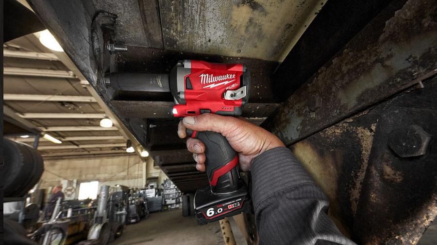 Nouvelle boulonneuse à chocs Milwaukee sur batterie M12 FIWF12-622X