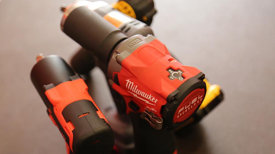 Boulonneuse à chocs compacte MILWAUKEE M12 FIWF12