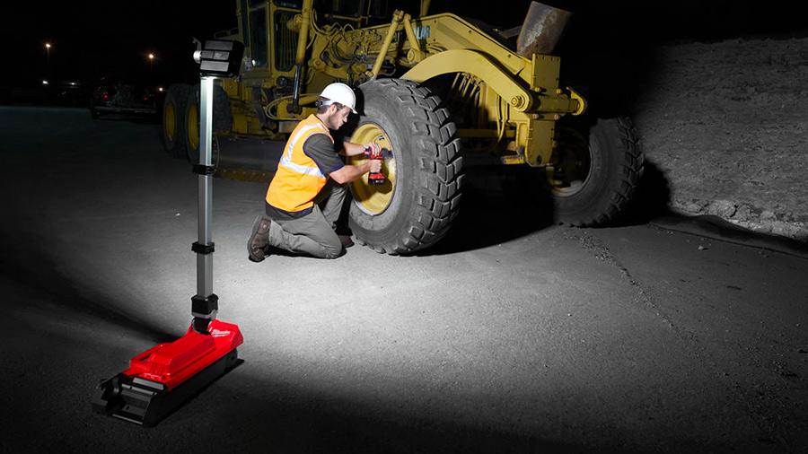 Éclairage de chantier sur trépied sans fil M18 ONERSAL ONE-KEY