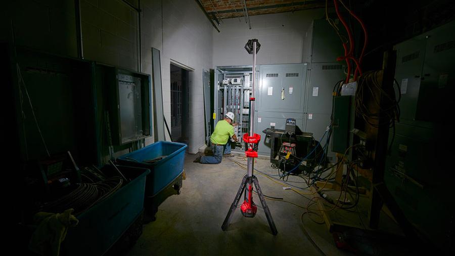 Éclairage de chantier sur trépied sans fil Milwaukee 18 SAL-502B