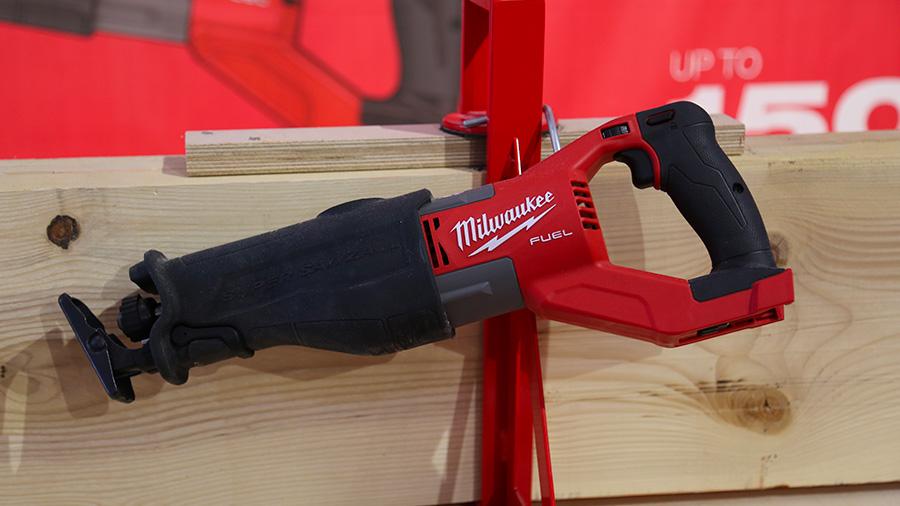 M18 FSX SUPER SAWZALL : la scie sabre hyper puissante de Milwaukee