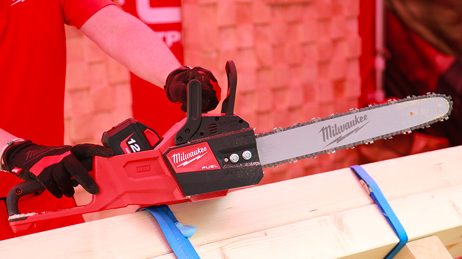 tronçonneuse sans fil Milwaukee M18 FUEL FCHS-121B