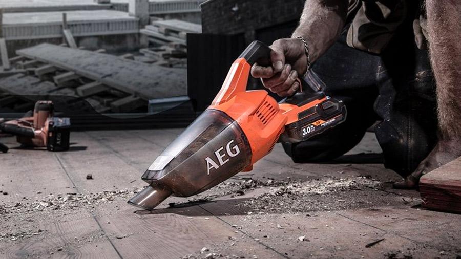 Test et avis de l'aspirateur à main d'atelier sans fil BHSS18-0 AEG
