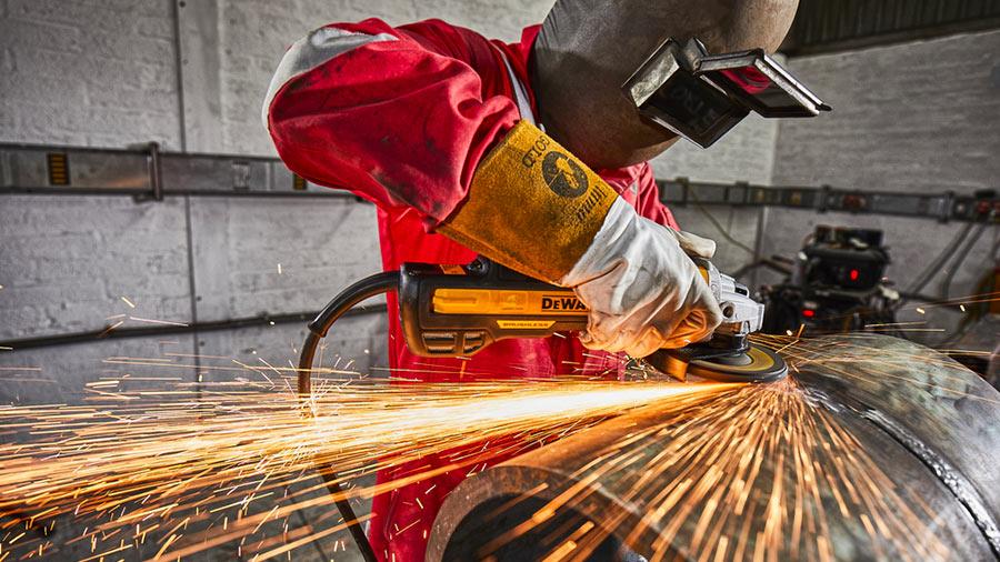 DEWALT présente ses nouvelles meuleuses d'angle filaires 125 mm Perform & Protect