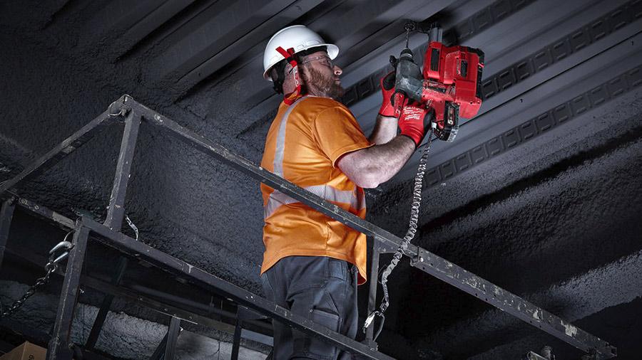 Sécurisez vos outils jusqu'à 15,8 kg avec la nouvelle lanière de sécurité 4932471353 Milwaukee