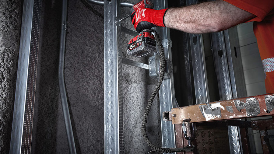 Sécurisez vos outils jusqu'à 6,8 kg avec la nouvelle lanière de sécurité 4932471352 Milwaukee