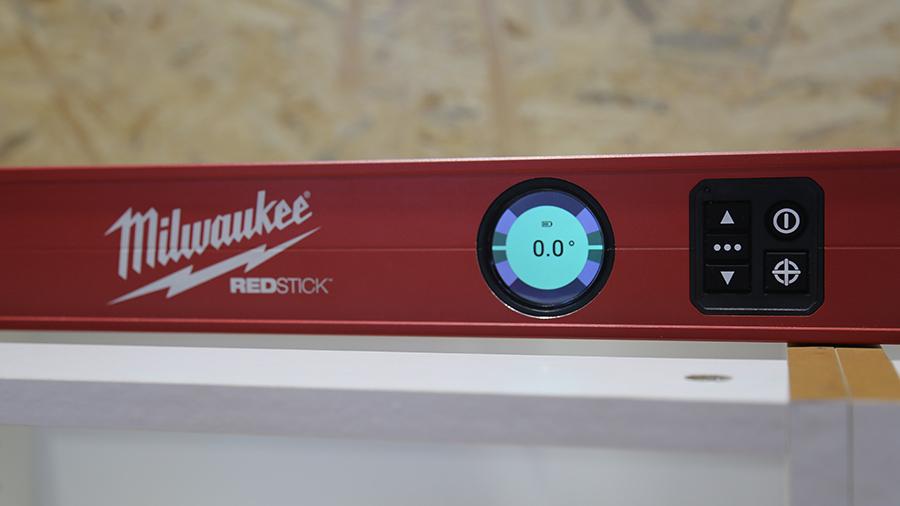 Profitez d'une précision accrue avec les niveaux digitaux Redstick Milwaukee