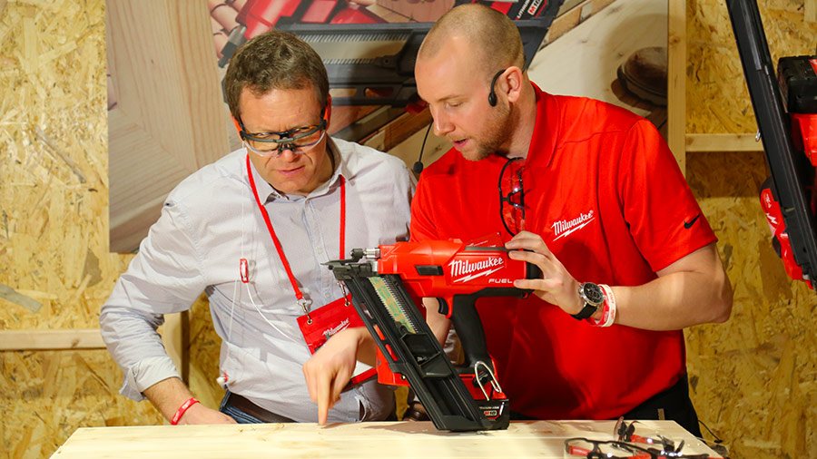 Cloueur sur batterie Milwaukee M18 FFN