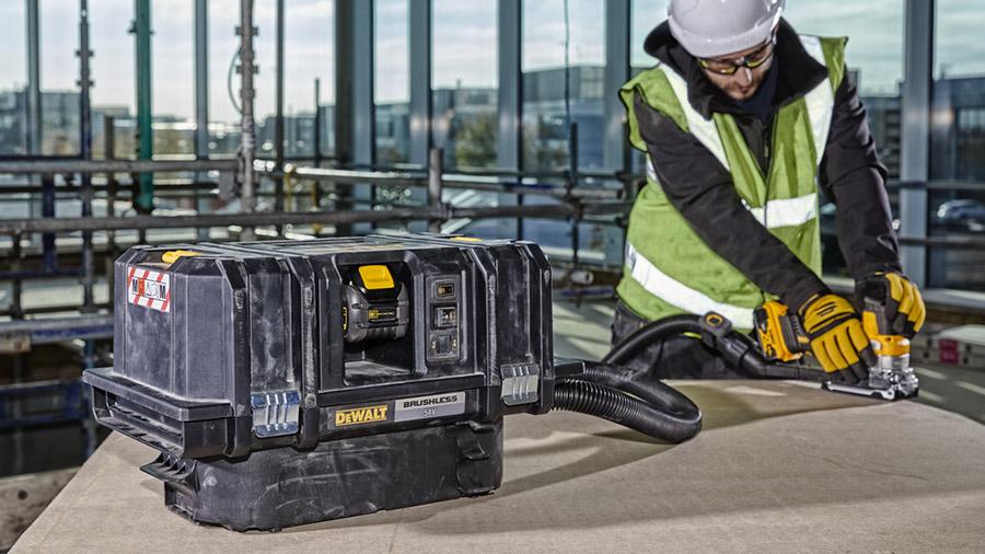 DCV586M : le nouvel aspirateur eau et poussière sur batterie TSTAK DEWALT
