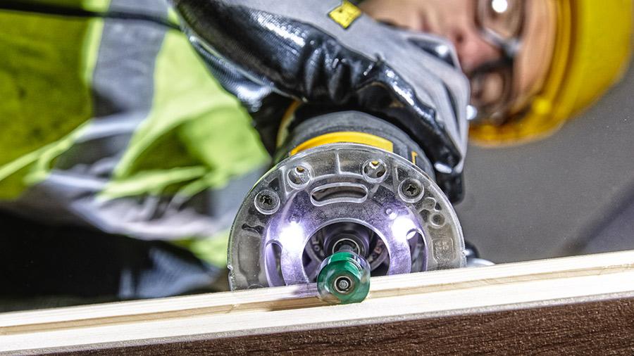 DEWALT présente sa première affleureuse-défonceuse sur batterie XR 18V