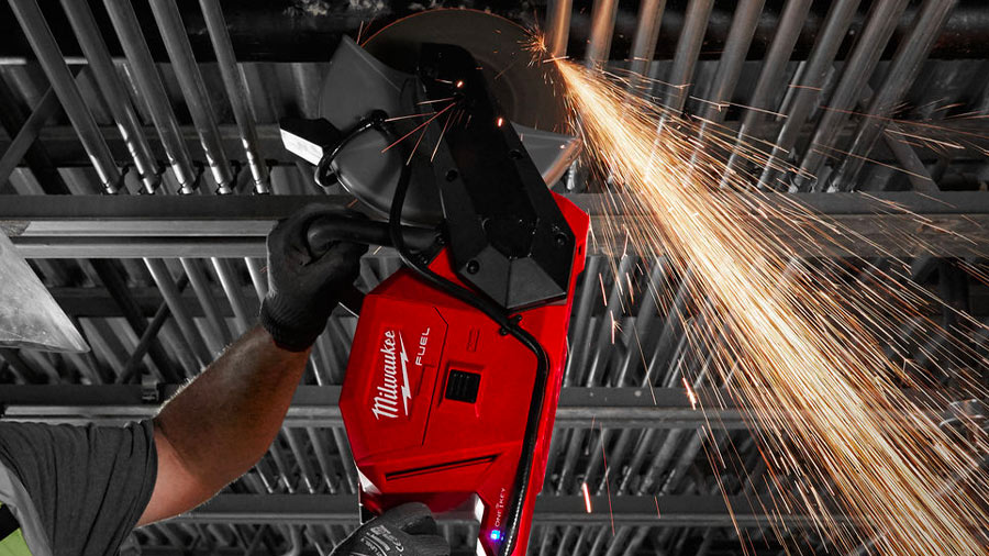 Milwaukee présente la première découpeuse à béton 230 mm 18 V M18 FCOS230