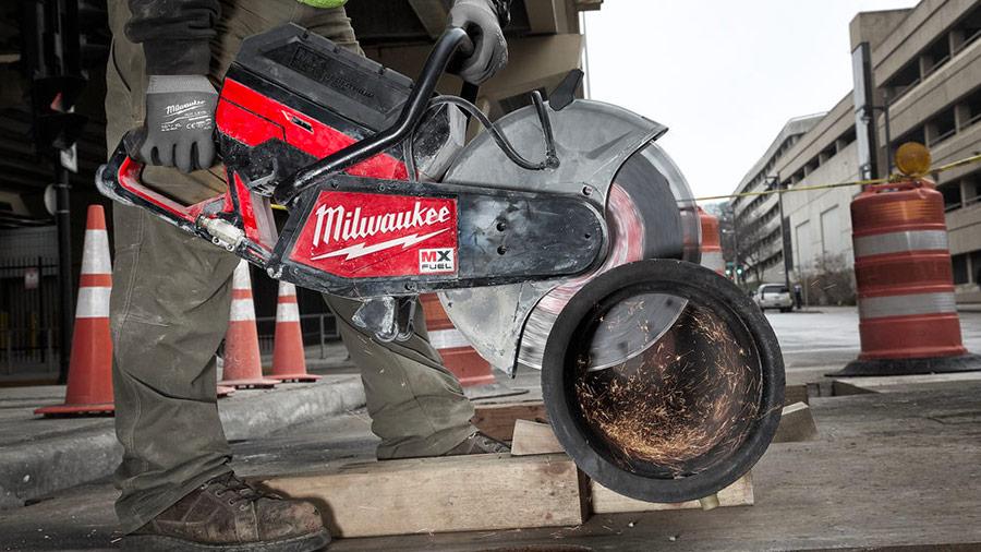 Milwaukee MXF COS230 : la première découpeuse béton 350 mm à batterie au monde