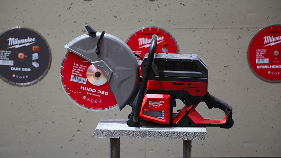 Découpeuse à béton sur batterie Milwaukee MX FUEL MXF COS350