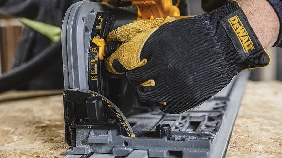 DEWALT revisite sa scie plongeante sans fil DCS520 XR FLEXVOLT avec le WTC