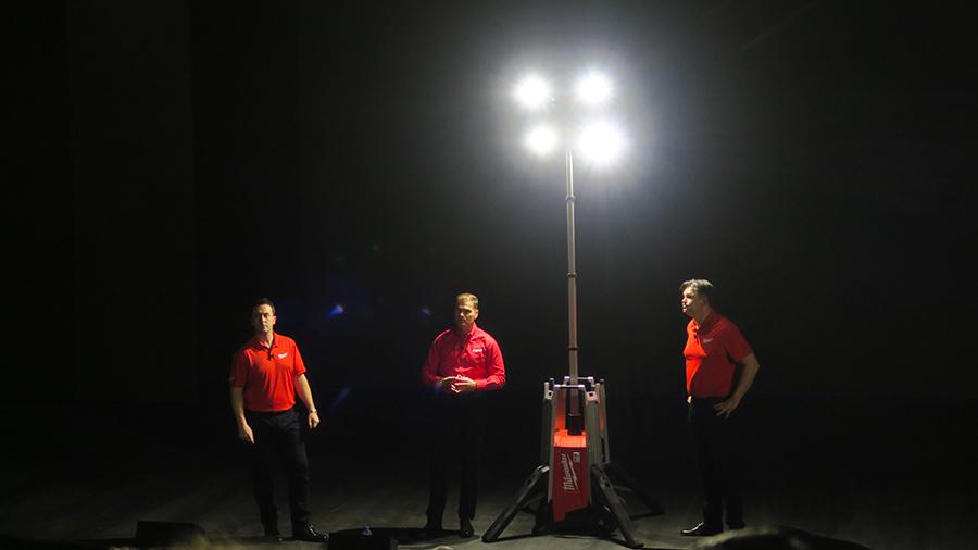 MXF TL : la tour d'éclairage sans fil de 3 mètres la plus mobile du marché