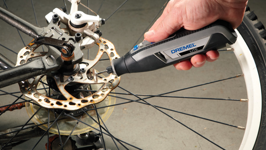 Réalisez des travaux de précision avec l'outil multi-usages Dremel Lite7760