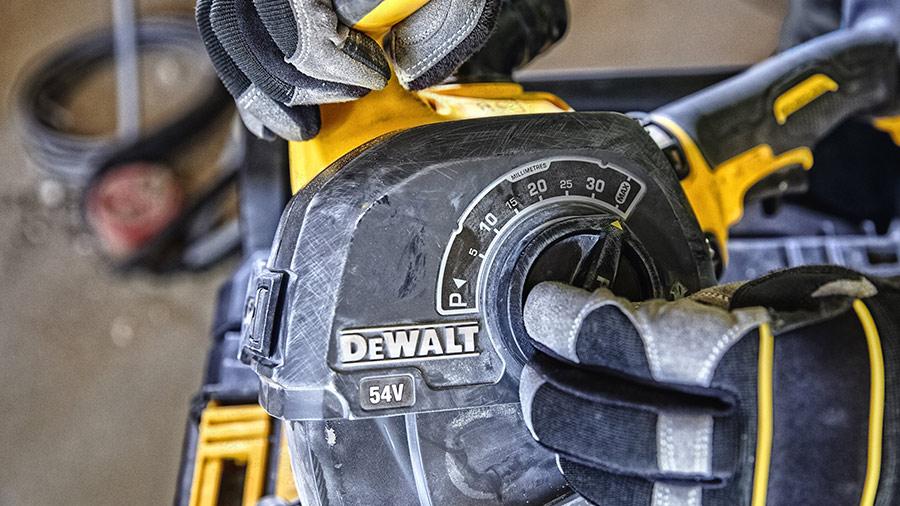 DEWALT dévoile sa première rainureuse à béton sur batterie XR FLEXVOLT 54V
