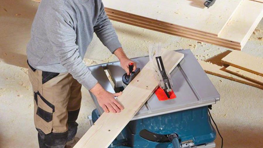 GTS 635-216 Bosch Professional : une scie sur table ergonomique à grande capacité de coupe