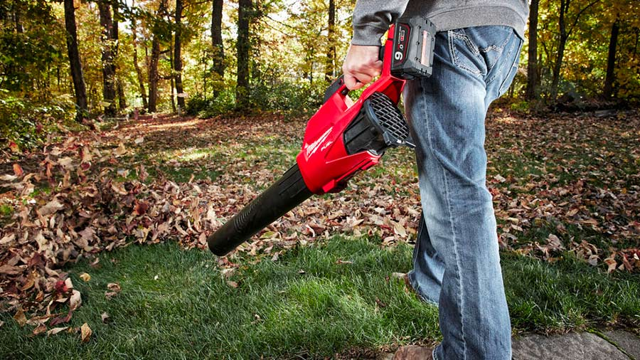 Milwaukee simplifie l'entretien des espaces verts avec sa nouvelle gamme d'outils de jardin sans-fil