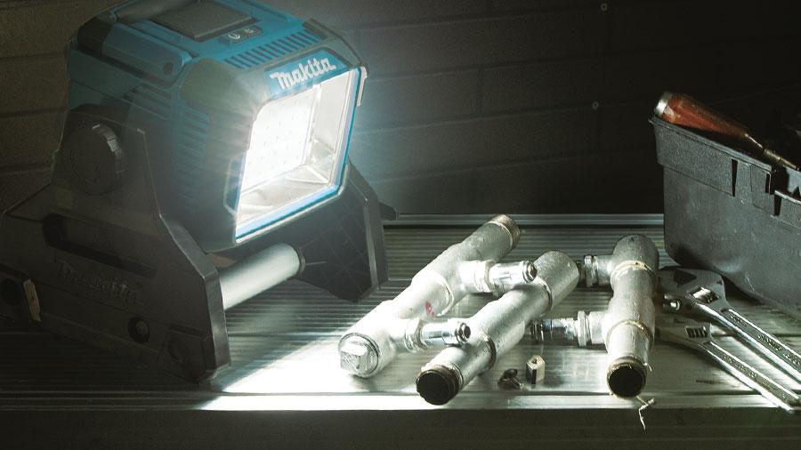 Éclairage LED professionel sans fil Makita DML811