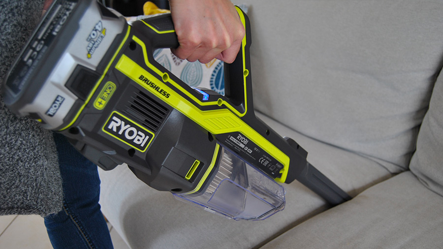Test aspirateur balai R18SV7 Ryobi Brushless 18V ONE+