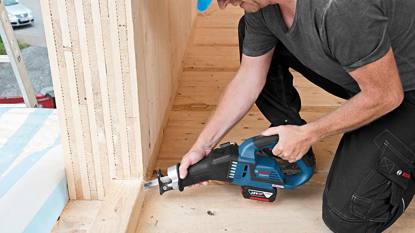 nouvelle scie sabre sans fil gsa 18v 32 professional bosch zone outillage. Black Bedroom Furniture Sets. Home Design Ideas