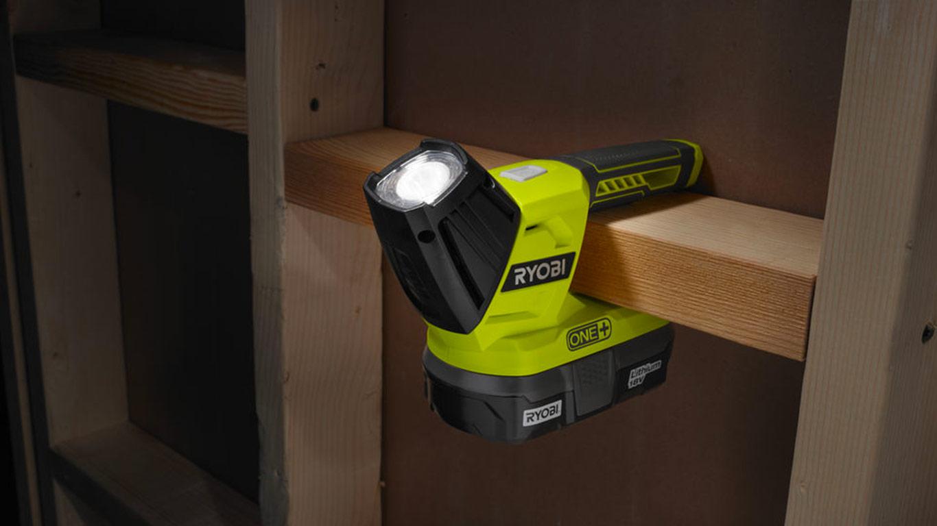 3 nouvelles lampes sans fil 18 v ryobi compatibles one zone outillage. Black Bedroom Furniture Sets. Home Design Ideas