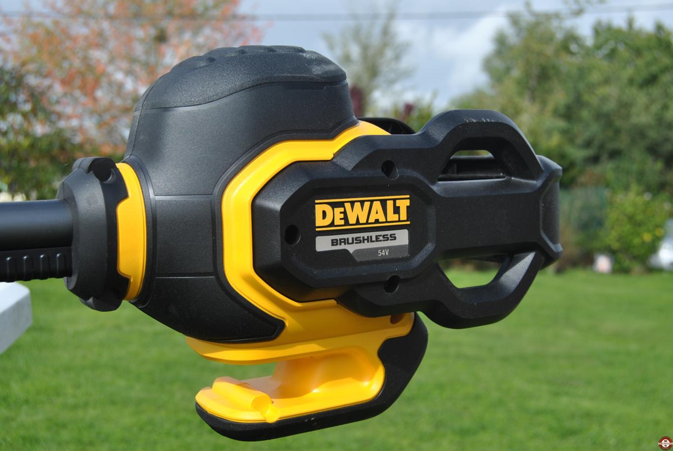 Test et avis de la débroussaileuse DEWALT DCM571 54 V XR FLEXVOLT