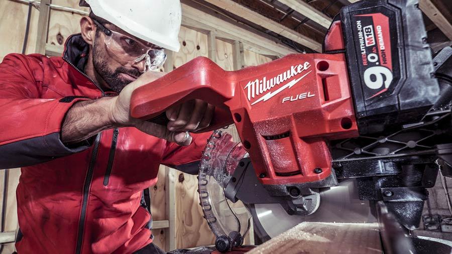 Test et avis scie à onglets Milwaukee M18 FMS
