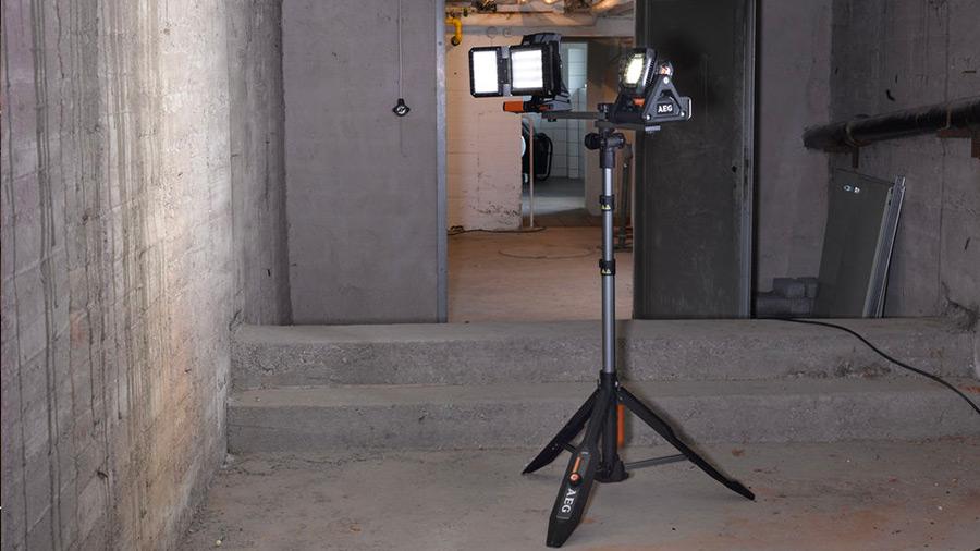 Éclairage de chantier LED AEG Powertools tripod