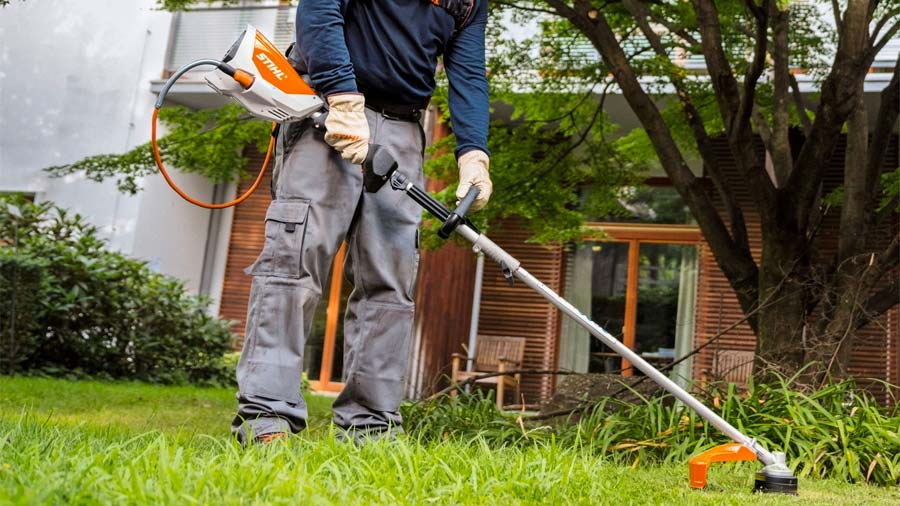 nouveau moteur combisyst me sur batterie stihl kma 130 r zone outillage. Black Bedroom Furniture Sets. Home Design Ideas